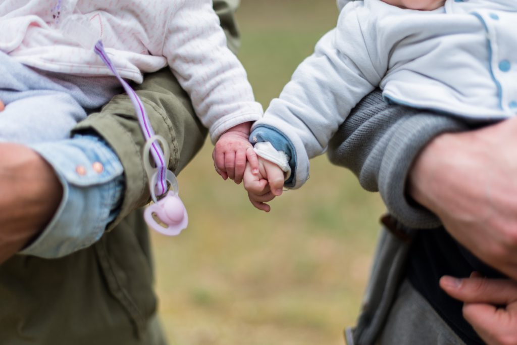 El aumento de los nacimientos múltiples dispara la demanda de productos para gemelos y mellizos