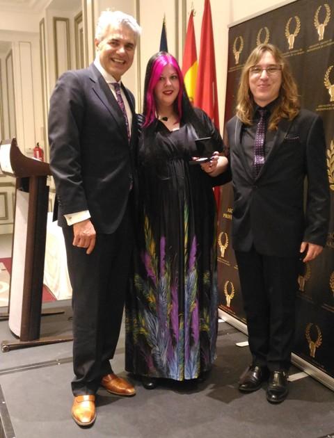 La AEDEPI entrega una Medalla de Oro a Yolanda Hernández de Uñas y Estética