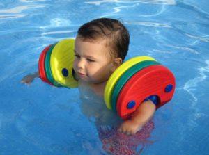 Imagen 3 NP Bebitus - Qué no puede faltar en la maleta de tu bebé este verano_Manguitos