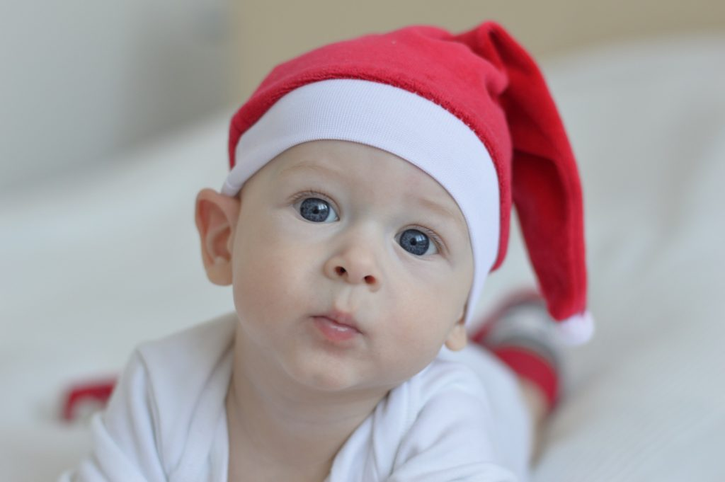 Cómo equiparte para viajar con tu bebé estas Navidades